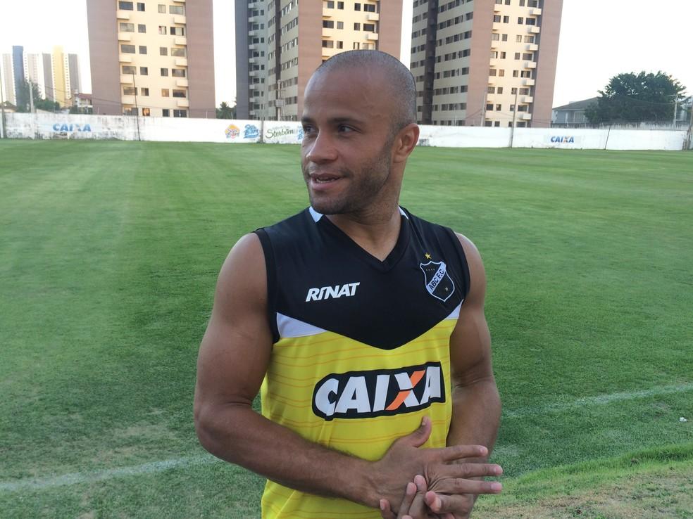 Anderson Pedra volante ABC (Foto: Hugo Monte/GloboEsporte.com)