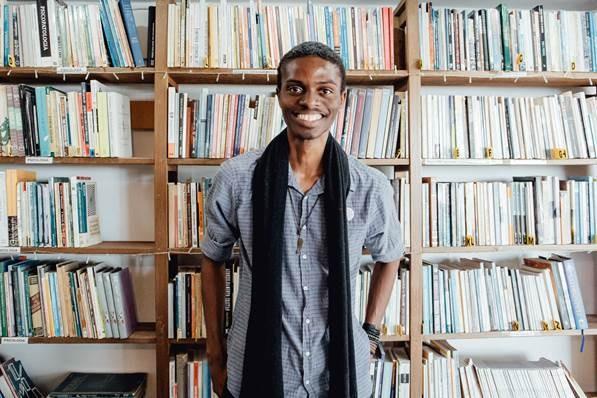 Escritor baiano Anderson Shon é convidado para terceira edição do Poesia Sobre Trilhos; confira