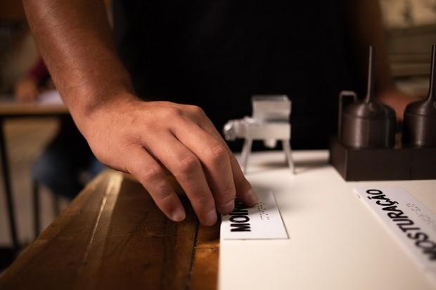 Curso de sommelier se cerveja para deficientes visuais (Foto: Divulgação)