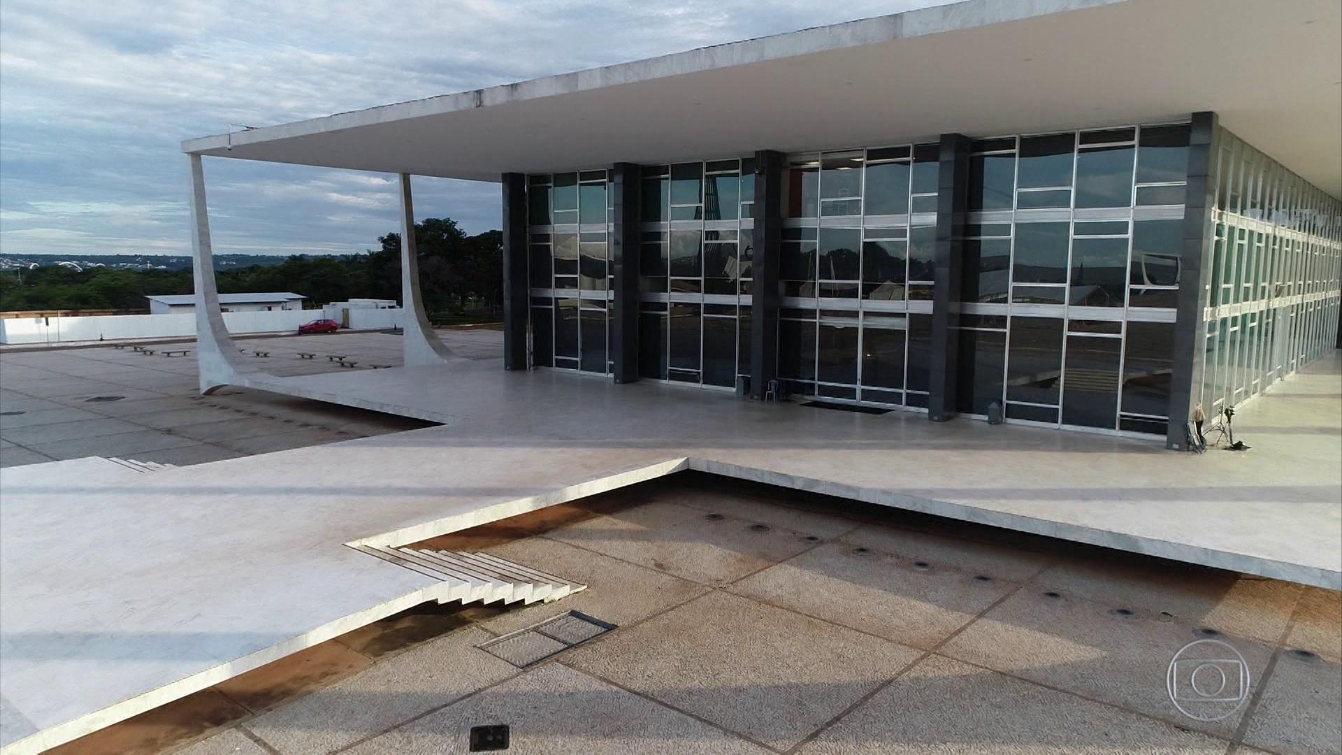 Maranhão e Bahia acionam STF para que Bolsonaro remova postagens sobre repasses a estados