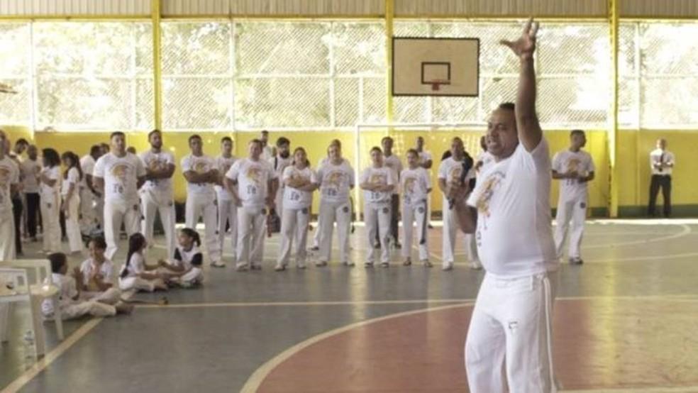 Mestre Suíno calcula ainda que já existem cerca de 30 'ministérios' de capoeira, ou seja, grupos diretamente ligados a igrejas (Foto: BBC Brasil/Reprodução)