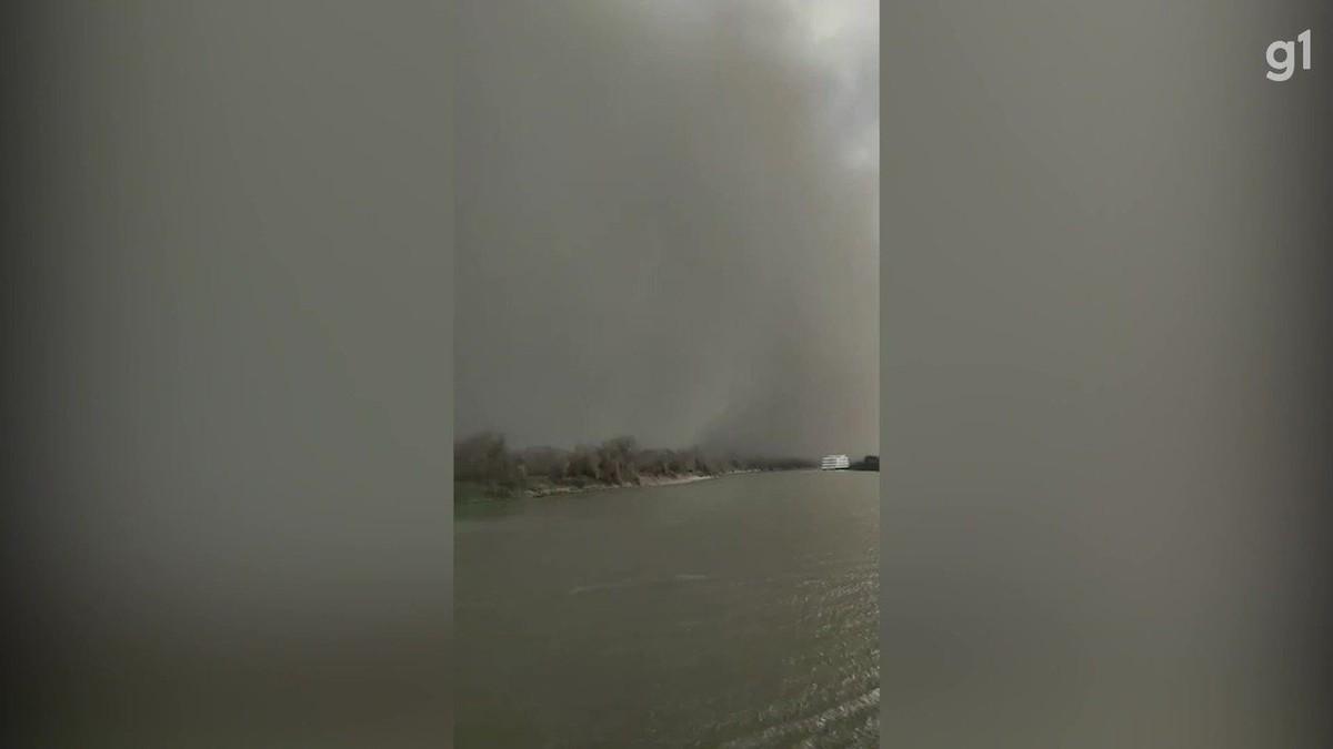Naufrágio no Pantanal de MS: Vídeo mostra nuvem de poeira chegando em rio onde barco-hotel naufragou