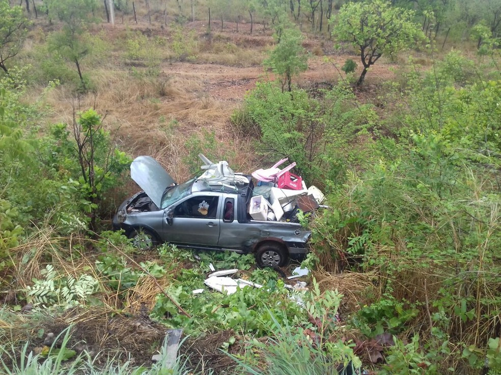 Colisão deixa uma pessoa morte e três feridas na BR-316  (Foto: Divulgação/PRF)