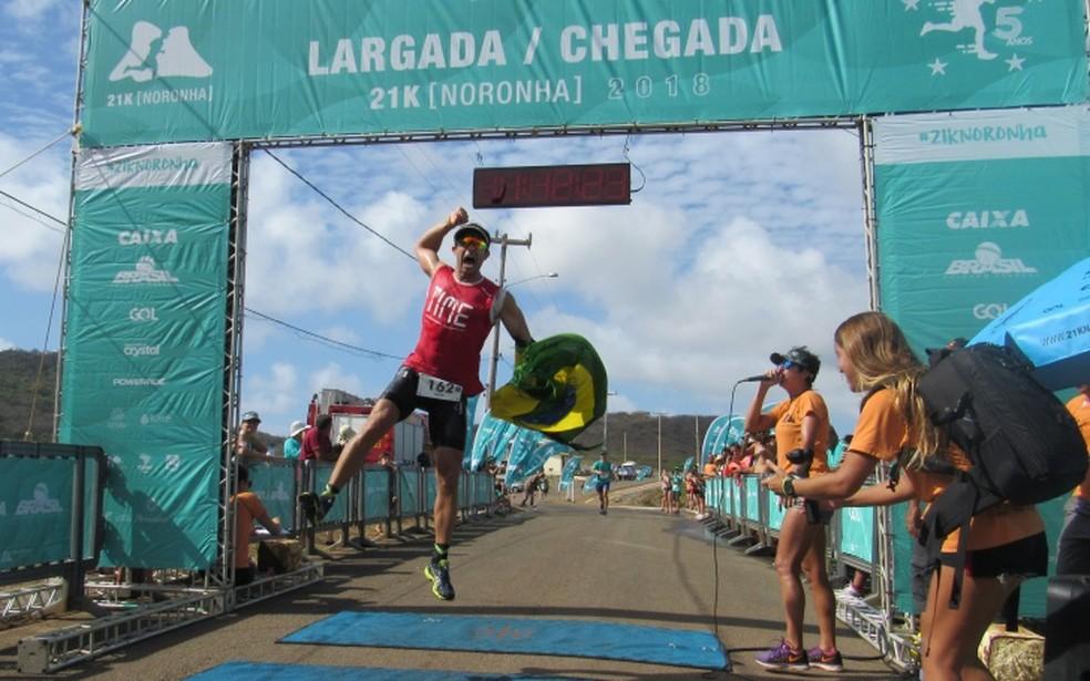 Filipe Aragão correu a 21k Noronha pela primeira vez e venceu a prova — Foto: Ana Clara Marinho/TV Globo