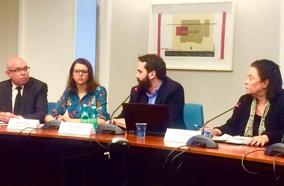 Os pesquisadores Alexandre Barbosa, Daniela Costa, Fábio Senne e Leila Iannone em coletiva sobre os dados do Cetic — Foto: Clara Campoli/G1