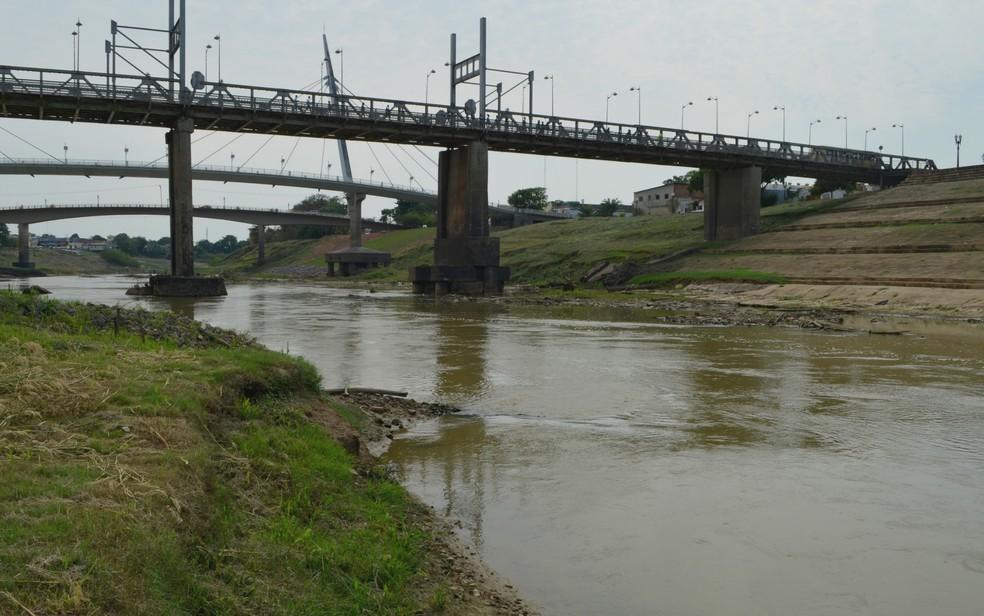 Nível do Rio Acre chegou a 1,63 metro nesta quinta (10), em Rio Branco (Foto: Aline Nascimento/G1)