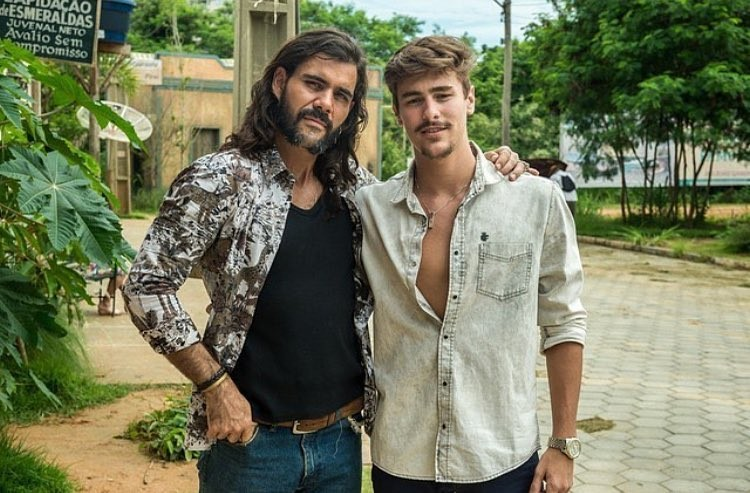 """Juliano Cazarré e Bruno Montaleone juntos em """"O Outro Lado do Paraíso"""" (Foto: Reprodução/Instagram)"""