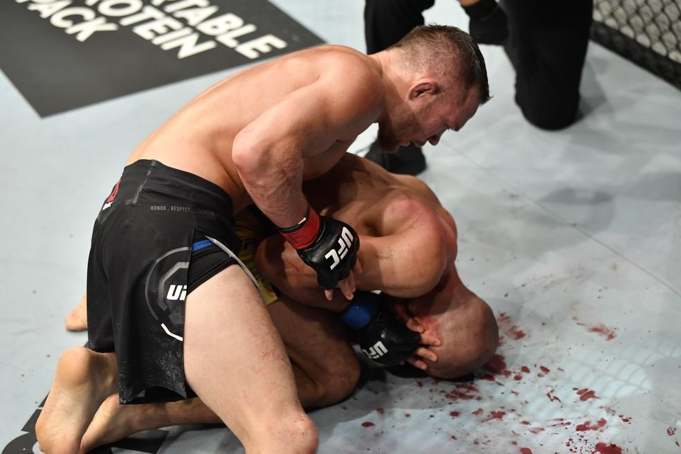 Petr Yan se impôs a José Aldo e conseguiu o nocaute e o cinturão peso-galo no quarto round do UFC 251 — Foto: Getty Images