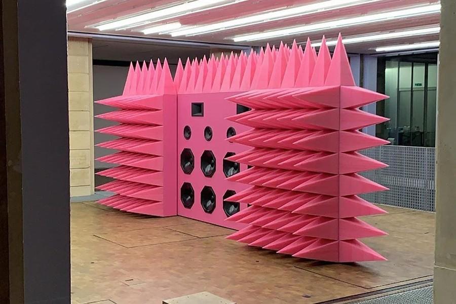O paredão de som rosa é mais uma das empreitadas de Virgil no mundo da arte (Foto: Reprodução)