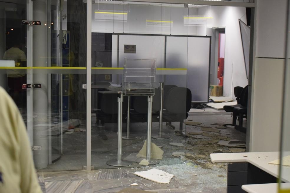 Criminosos arrombaram o cofre do Banco do Brasil em São Paulo do Potengi  (Foto: Glaucione Farias)