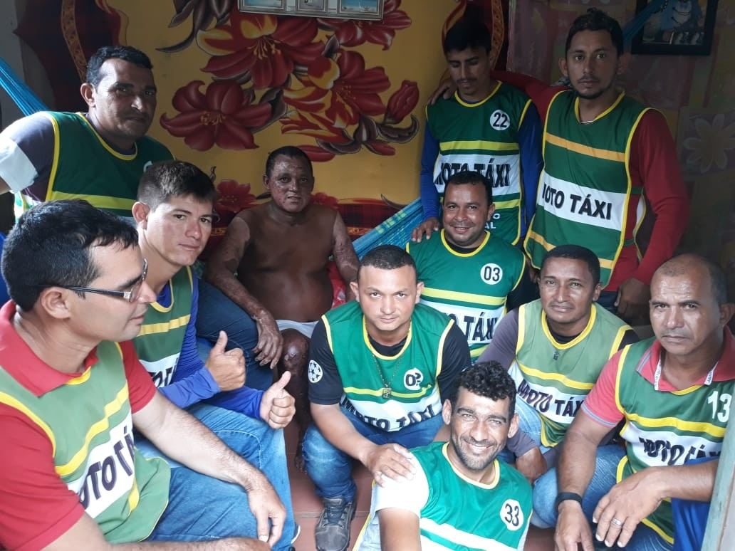 Sem auxílio, dono de embarcação que explodiu em rio no AC recebe doações de alimentos - Notícias - Plantão Diário