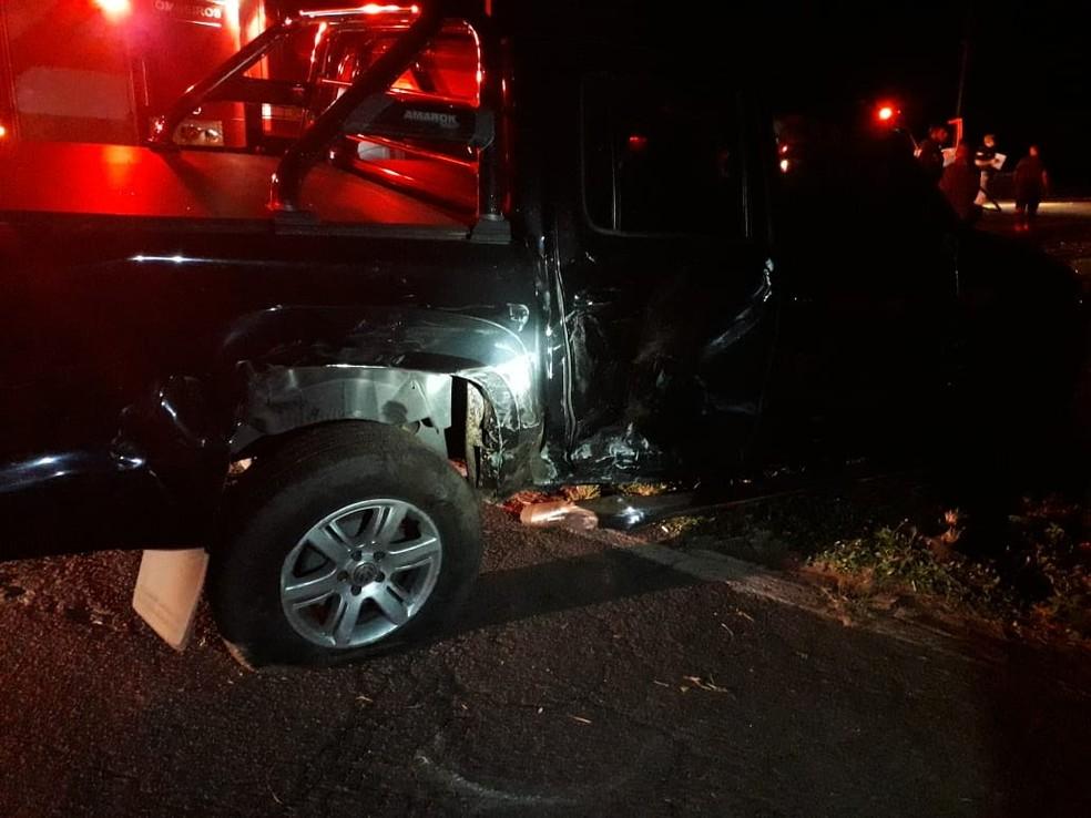 Motorista da caminhonete teve escoriações no acidente na BR-153 em Guaimbê  — Foto: Nova TV / Divulgação