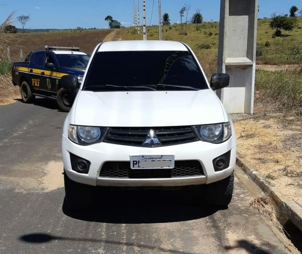 Veículo roubado que foi usado em uma fuga na BR-222, em Açailândia — Foto: Divulgação/PRF