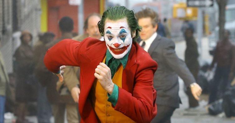 Joaquin Phoenix como Coringa (Foto: Reprodução)