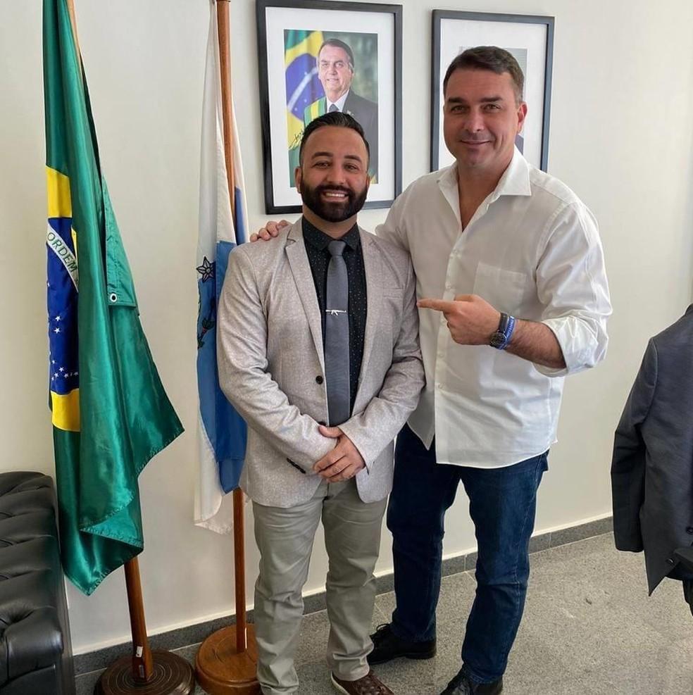 O candidato Charlles Batista, do Republicanos, apoiado pelo senador Flávio Bolsonaro, à prefeitura de São João de Meriti — Foto: Reprodução