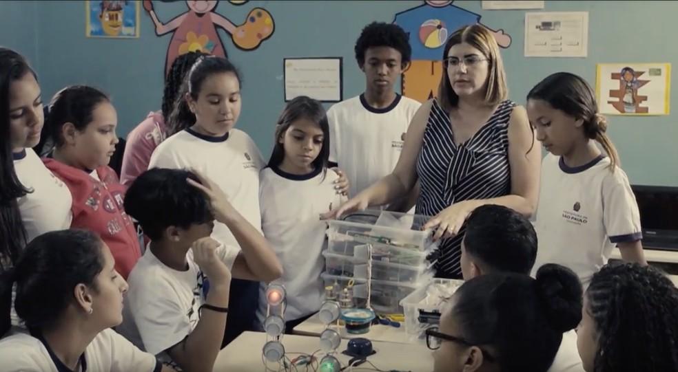 Débora Garofalo em sala de aula em São Paulo. — Foto: Divulgação