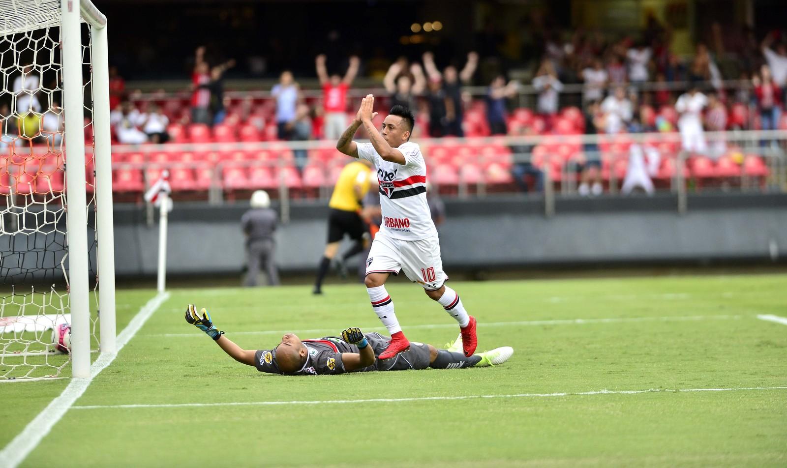 Dorival relaciona Nenê, Tréllez e Cueva para duelo com Botafogo