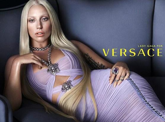 Lady Gaga na campanha de verão 2014 da Versace (Foto: WWD)