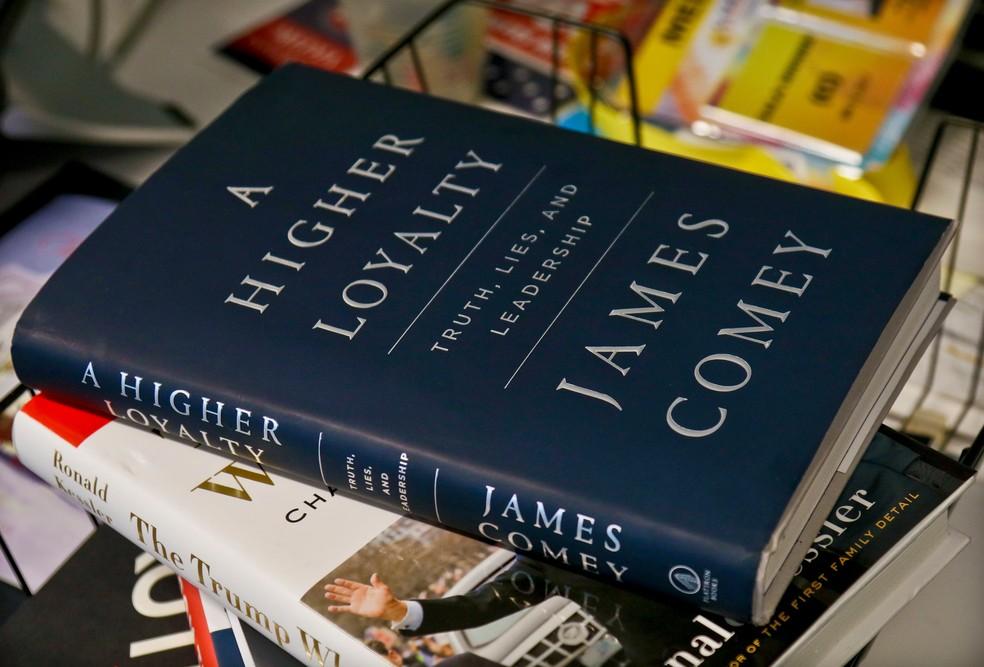 'A Higher Loyalty', livro de James Comey com acusações contra o presidente dos EUA Donald Trump (Foto: AP Foto/Bebeto Matthews)