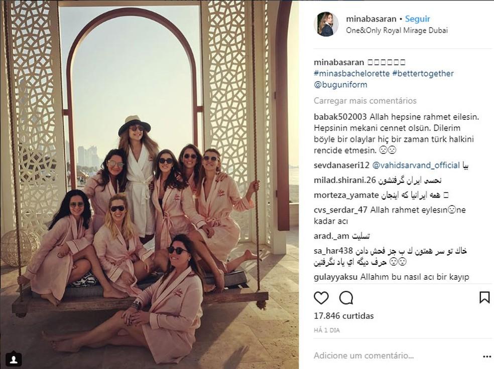 Foto que foi postada no Instagram de Mina Basaran mostra ela e amigas em hotel de luxo em Dubai com a legenda #minasbachelorette (despedida de solteira da Mina). Mídia turca diz que amigas eram as passageiras de jato que caiu neste domingo (11) no sudoeste do Irã (Foto: Reprodução/Instagram/Mina Basaran)
