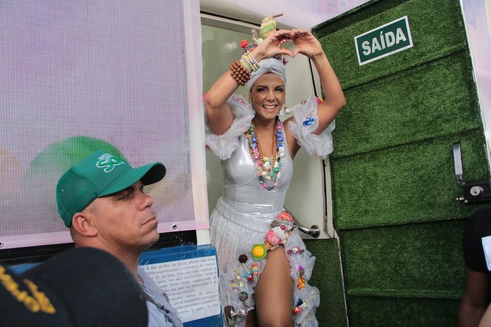 Carla Perez se prepara para subir no trio em Salvador (Foto: JC Pereira/AgNews)