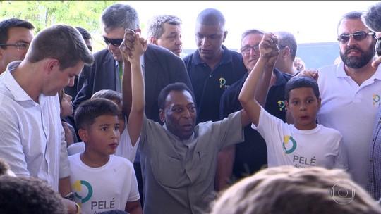 Pelé diz que recado de 69 poderia ter diminuído violência do país e admite medo de jogar na Europa