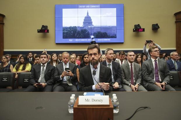 Jack Dorsey, CEO do Twitter, em audiência com o congresso americano nesta quarta-feira (05) (Foto: Getty Images)