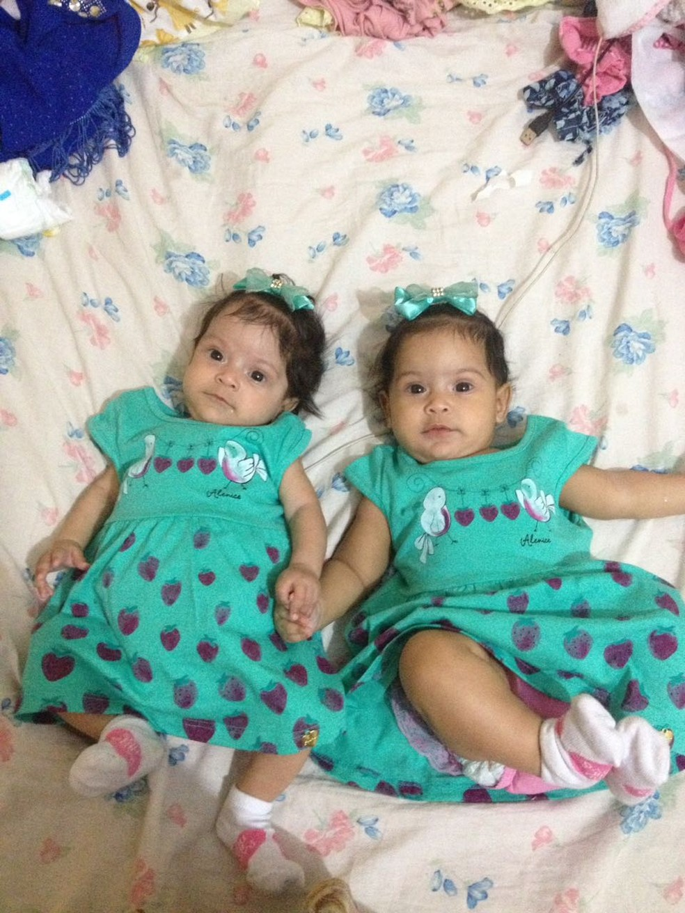 Sarah e a irmã gêmea estão com um ano (Foto: Rayane Oliveira/ Arquivo pessoal)