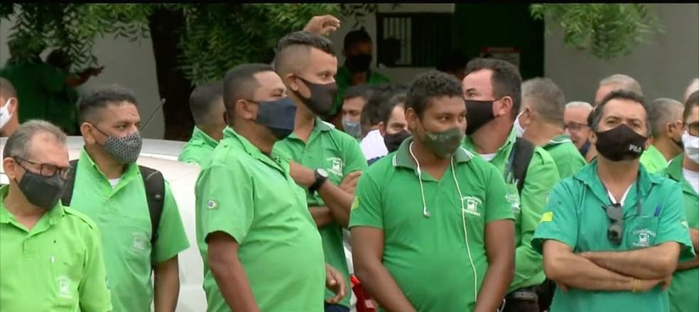 Motoristas e cobradores de ônibus protestam por falta de pagamento em Teresina — Foto: TV Clube