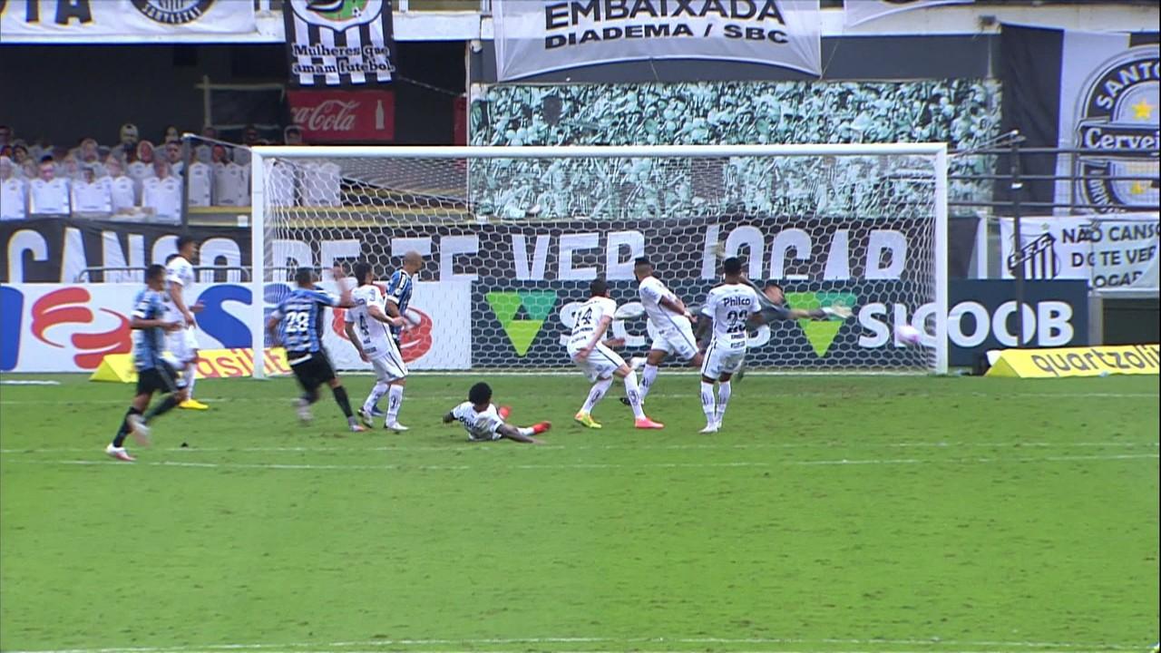 Diego Souza marcou o gol gremista na derrota por 2 a 1 para o Santos, pela 15ª rodada