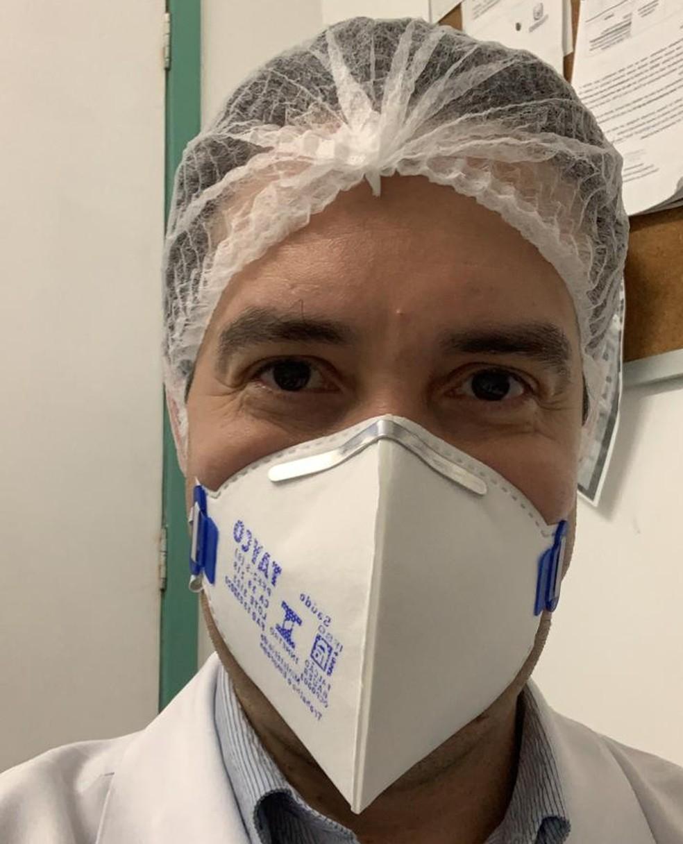 O médico intensivista Marçal Paiva Junior afirmou que os médicos já imaginavam que poderiam faltar alguns medicamentos por conta da alta no número de casos — Foto: Acervo pessoal