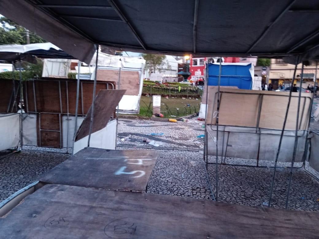 Barracas da Feria do Largo da Ordem em Curitiba são vandalizadas