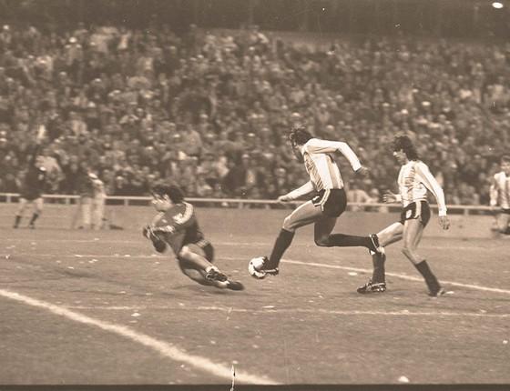O polêmico jogo da vitória da Argentina por 6 a 0 sobre o Argentina na Copa de 1978, que eliminou o Brasil nas quartas de final (Foto: ARQUIVO/AGÊNCIA O GLOBO)