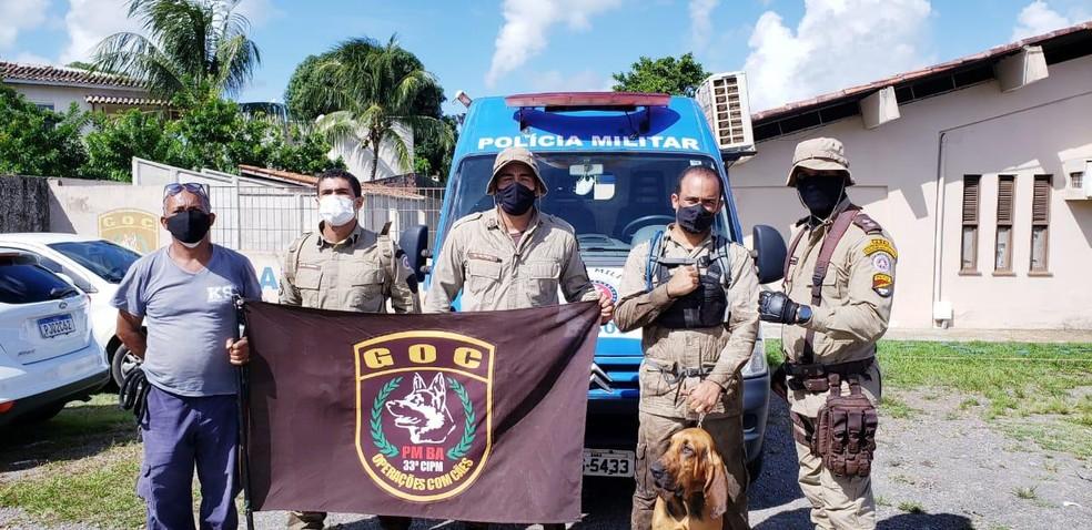Equipe da PM utilizou cães farejadores para rastrear jovem  — Foto: Divulgação / PM