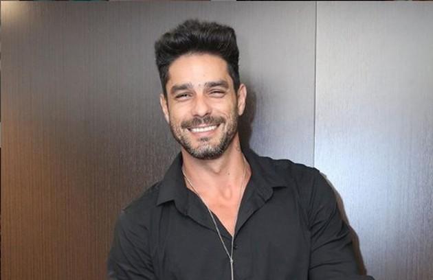 Diego Grossi esteve no 'BBB' em 2014 e participou da terceira temporada do 'Power Couple Brasil', na Record, ao lado da mulher, Franciele, também ex-'BBB' (Foto: Reprodução)