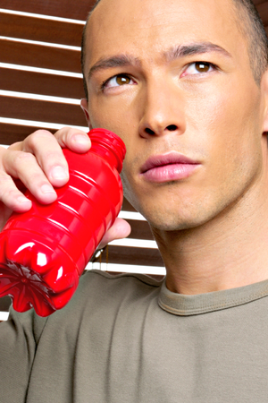 bebendo energético euatleta (Foto: Getty Images)
