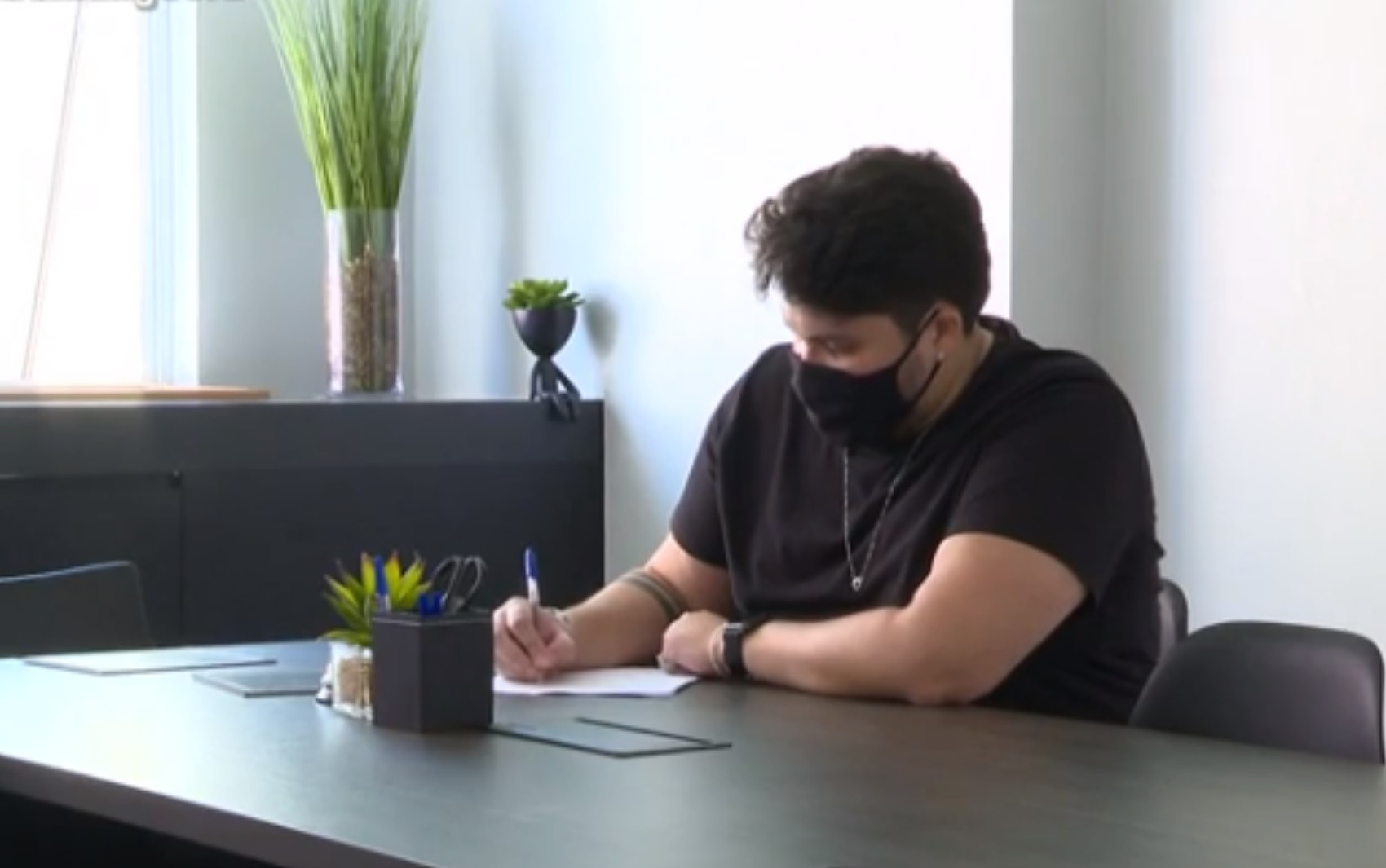 Compositores de famosos transformam histórias de casais em músicas para presentear namorados, em Goiânia