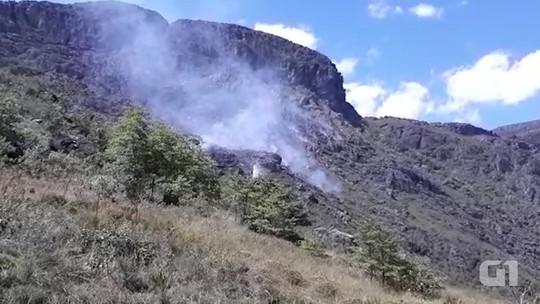 Incêndio de grandes proporções atinge parque natural na Bahia