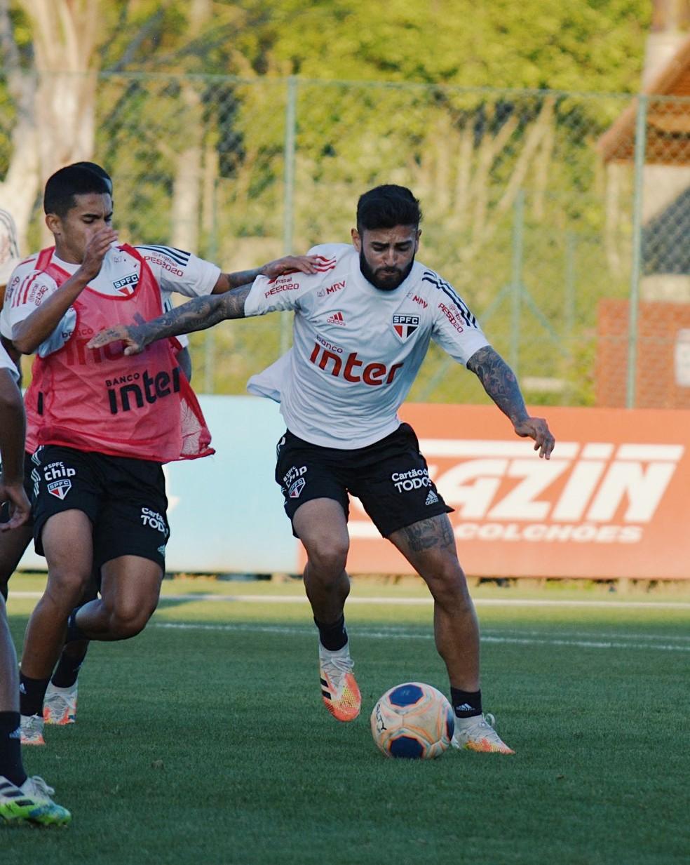 Liziero pode ganhar vaga de Pato no time do São Paulo — Foto: Divulgação São Paulo
