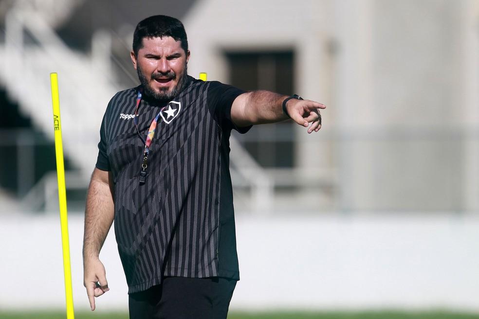 Eduardo Barroca, Botafogo, treino — Foto: Vitor Silva/SSPress/Botafogo
