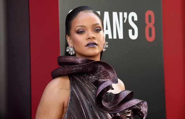 Rihanna na pré-estreia de Oito Mulheres e Um Segredo em Nova York (Foto: Getty Images)