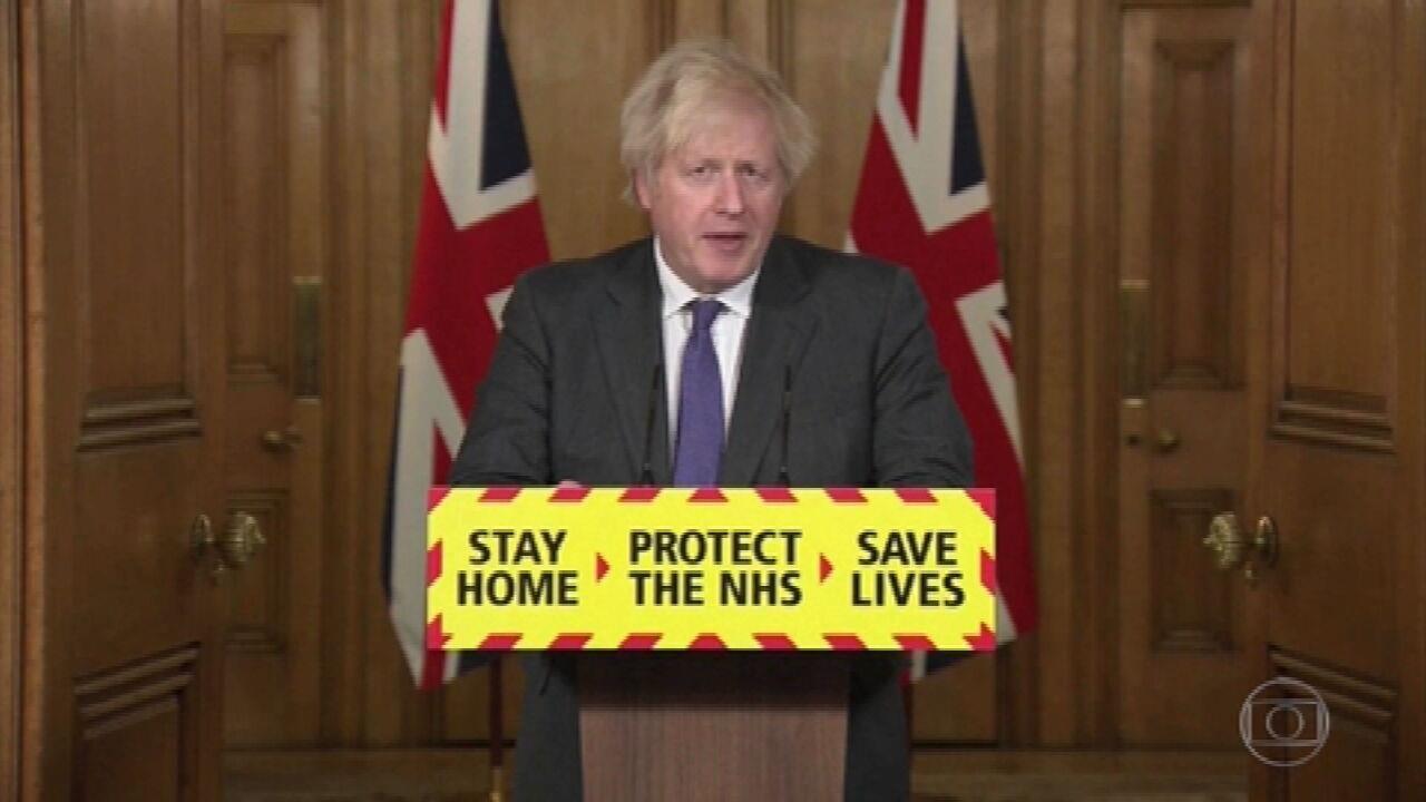 Novas variantes do coronavírus provocam debate no Reino Unido