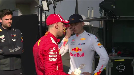 """Vettel elogia Max por pedido de desculpas: """"Esse é o jeito certo de resolver as coisas"""""""