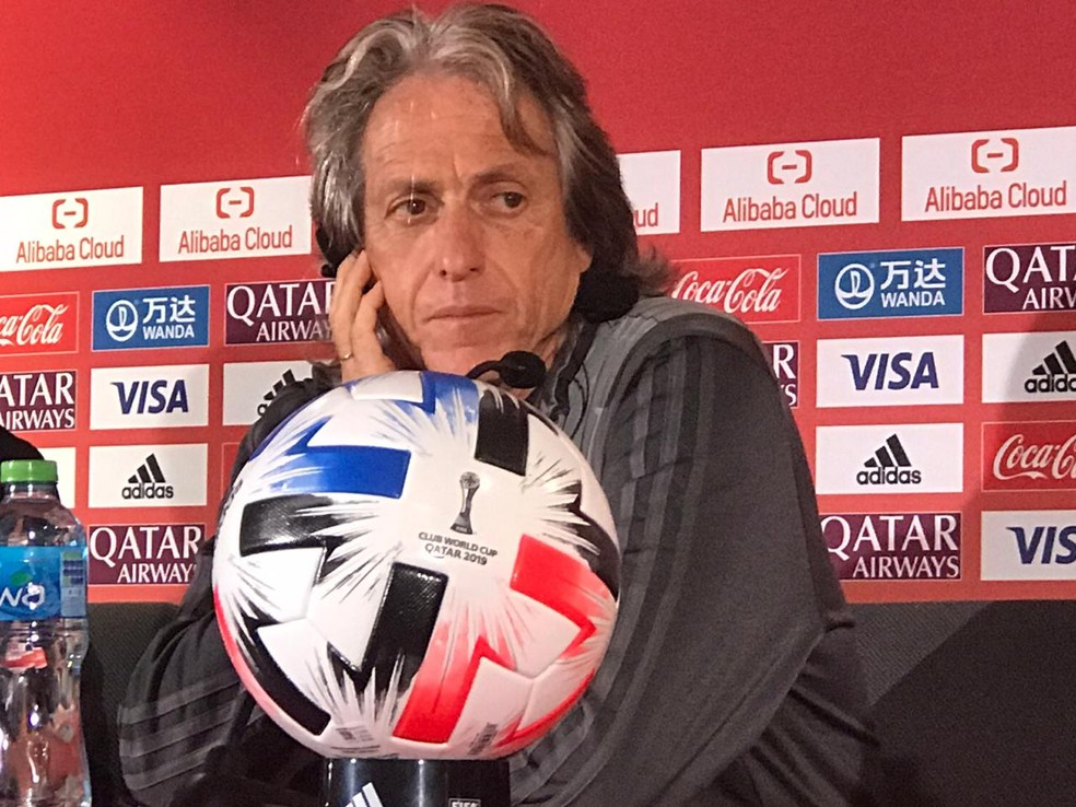 Jorge Jesus fala na véspera da final do Mundial — Foto: Cahê Mota
