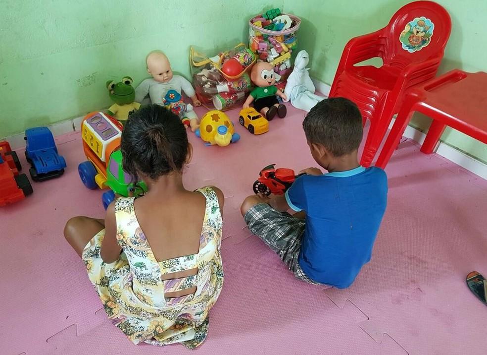 Crianças não vão ser tiradas da mãe (Foto: Anny Barbosa/G1)