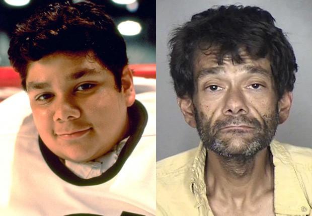 Shaun Weiss em Nós Somos os Campeões (1992) e ao ser preso em 2018 (Foto: Divulgação e Oroville California Police)