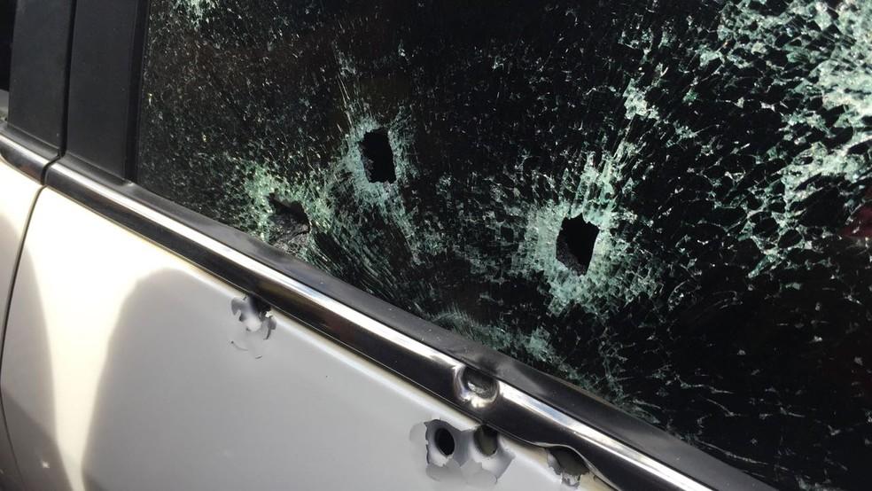 Policial foi morto dentro de carro em Queimados, RJ (Foto: Divulgação)