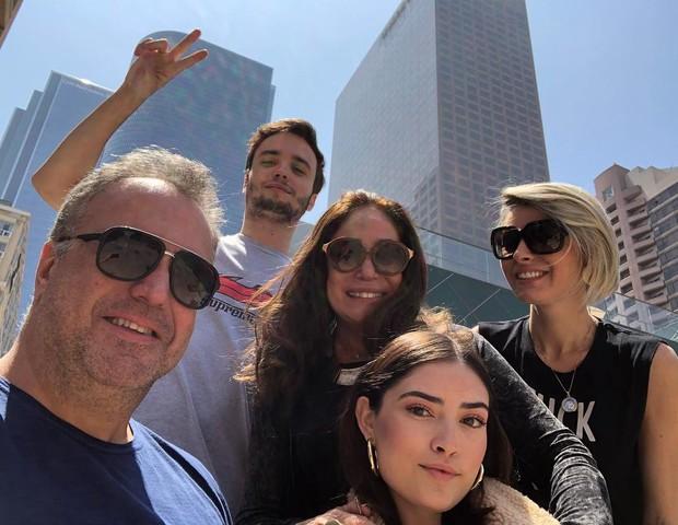 Susana Vieira com a família (Foto: Reprodução/Instagram)