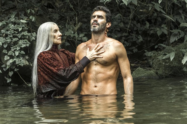 Cassia Kis e Nikolas Antunes gravam as cenas de 'Desalma' (Foto: TV Globo/Estevam Avellar)