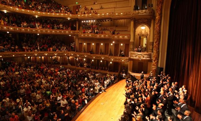 Quando vamos ver o Teatro Municipal do Rio lotado assim de novo?